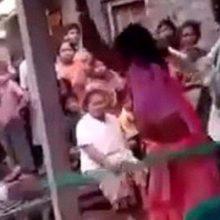Απατημένος σύζυγος χτυπάει δημόσια την γυναίκα του και τον εpαστή της