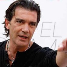 Antonio Banderas: Θα υποδυθεί τον Versace σε βιογραφική ταινία
