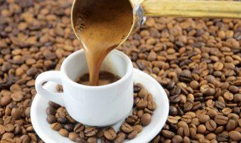 Ο ελληνικός καφές αφελληνίζεται