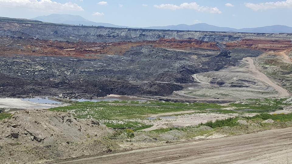 b144c17323 Εξαιτίας της σημερινής κατολίσθησης έπαθαν ρωγμές και ζημιές περίπου δέκα  σπίτια που βρίσκονται προς την πλευρά του μετώπου του ορυχείου και με  εντολή των ...