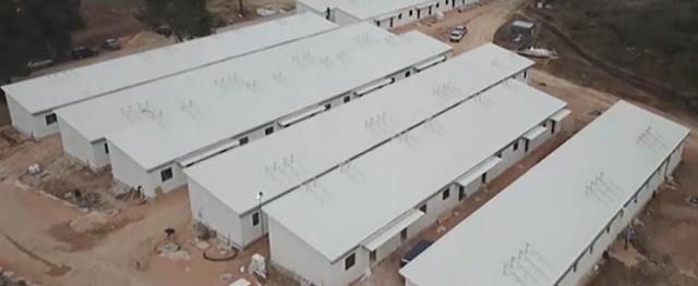 Δείτε τι φτιάχνουν στη Ριτσώνα: Πάνω από 200 επιπλωμένα διαμερίσματα για πρόσφυγες και μετανάστες – Θα έχει από γήπεδα μέχρι και σχολείο! (ΒΙΝΤΕΟ)