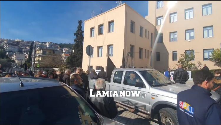 Στο δημαρχείο κατέληξε η πορεία για την Μαυρομαντήλα – Τετ α τετ δημάρχου κατοίκων!(εικόνες+βίντεο)