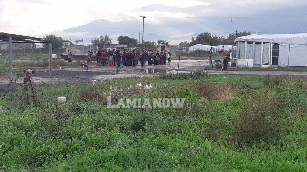 Κορωνοϊός: 2,25 εκατ. ευρώ σε δήμους για προστασία των Ρομά – 70.000 στην Φθιώτιδα!