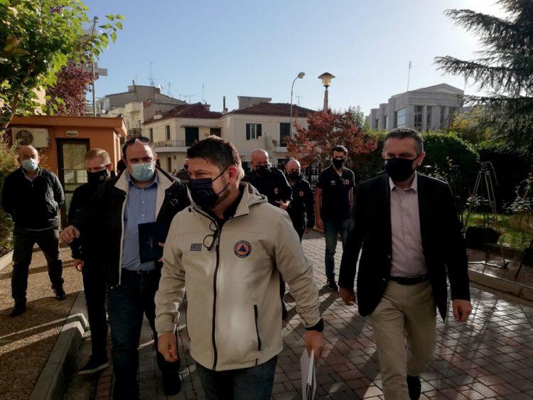Ο υφυπουργός Πολιτικής Προστασίας και Διαχείρισης Κρίσεων Νίκος Χαρδαλιάς, κατά την επίσκεψή του στην Κοζάνη, που έχει περάσει από χθες στο επίπεδο 4 Αυξημένου  Κινδύνου στο Χάρτη Υγειονομικής Ασφάλειας και Προστασίας της Ελληνικής Κυβέρνησης, το  Σάββατο 17 Οκτωβρίου 2020. Την ανησυχία του για την επιδημιολογική εικόνα που παρουσιάζουν η Κοζάνη, αλλά και πόλεις όπως η Καστοριά, η Θεσσαλονίκη και τα Ιωάννινα, εξέφρασε ο υφυπουργός για θέματα Πολιτικής Προστασίας Νίκος Χαρδαλιάς αμέσως μετά την σύσκεψη που πραγματοποιήθηκε στην Περιφέρεια δυτικής Μακεδονίας με τον Περιφερειάρχη, τους δημάρχους και τους εκπροσώπους φορέων της περιοχής. ΑΠΕ- ΜΠΕ/ΑΠΕ- ΜΠΕ/STR