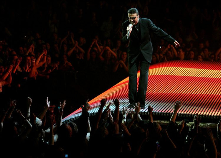 FILE PHOTO: British singer George Michael performs on the first night of the British leg of his tour at the MEN Arena in Manchester, northern England, November 17, 2006.   REUTERS/Phil Noble/File Photo