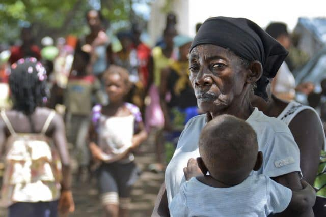 epa04587038 An old woman cares for her grandchild in a camp for floods displaced people in Mocuba, Zambezia province, Mozambique, 26 January 2015. The floods in Zambezia province affect presently 124 000 people and have caused 79 deaths up to now.  EPA/ANTONIO SILVA