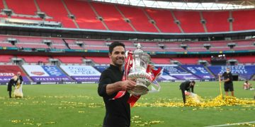 Soccer Football - FA Cup Final - Arsenal v Chelsea - Wembley Stadium, London, Britain - August 1, 2020 Arsenal manager Mikel Arteta celebrates with the trophy after winning the FA Cup, as play resumes behind closed doors following the outbreak of the coronavirus disease (COVID-19) Pool via REUTERS/Catherine Ivill