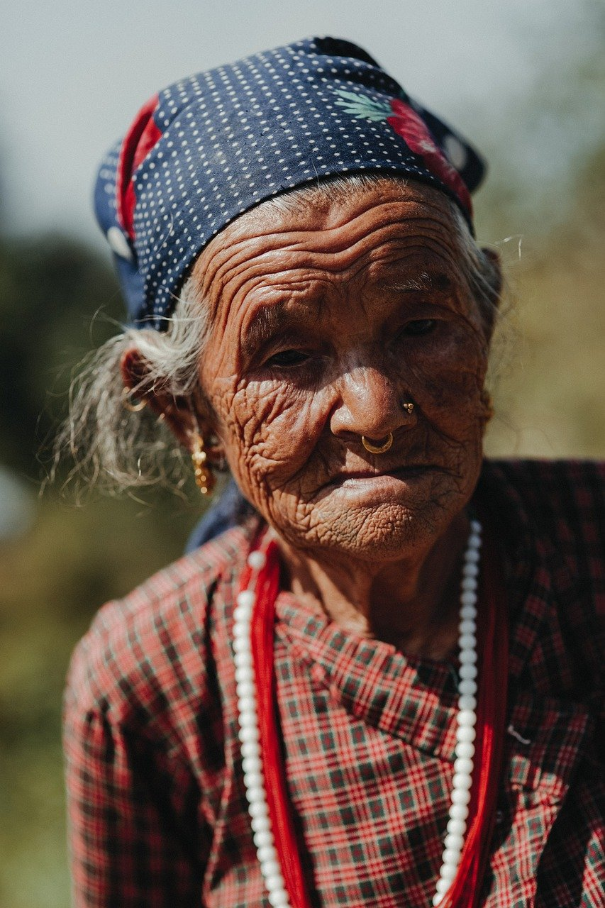 old woman 5578058 1280