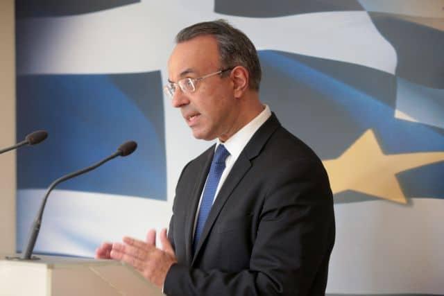 Ο υπουργός Οικονομικών Χρήστος Σταϊκούρας κάνει δήλωση στα ΜΜΕ για την έκδοση του 30ετούς ομολόγου, Τετάρτη 17 Μαρτίου 2021. Έκλεισε το βιβλίο προσφορών για την έκδοση του 30ετούς ομολόγου με την ζήτηση να διαμορφώνεται σε υψηλά επίπεδα, καθώς οι προσφορές ξεπέρασαν τα 26 δισ. ευρώ. Το ελληνικό δημόσιο θα αντλήσει το ποσό των 2,5 δισ. ευρώ. Το επιτόκιο διαμορφώθηκε στις 150 μονάδες βάσης + το Mid Swap, στην περιοχή του 1,9%.  ΑΠΕ-ΜΠΕ/ΑΠΕ-ΜΠΕ/ΠΑΝΤΕΛΗΣ ΣΑΪΤΑΣ
