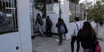 Reopening of high schools after 5 months as part of the new measures of controlling the Covid-19 Pandemic, in Glyfada, Athens, Greece, on April 12, 2021 / Επανέναρξη των δια ζώσης μαθημάτων μετά απο 5 μήνες στο 2ο Γενικό Λύκειο Γλυφάδας και σε όλα τα λύκεια της Αττικής, με εφαρμογή των μέτρων κατά της εξάπλωσης του νέου κορονοϊού COVID-19, 12 Απριλίου, 2021