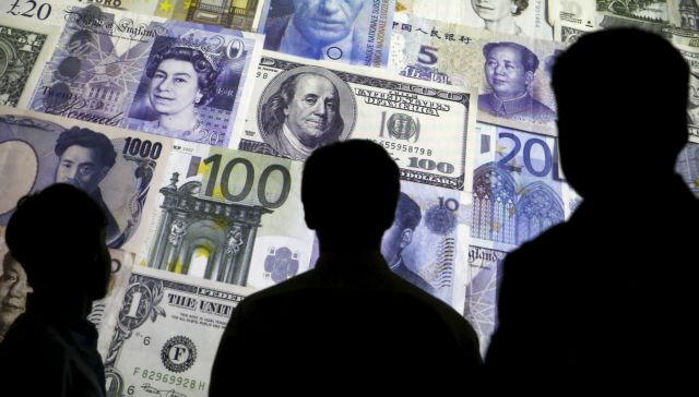 People are silhouetted against a backdrop projected with the picture of various currencies of money in this illustration taken April 4, 2016. REUTERS/Kacper Pempel/Illustration