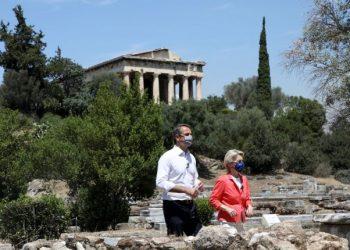 Greek Prime Minister Kyriakos Mitsotakis and European Commission President Ursula von der Leyen meet at the Ancient Agora in Athens, Greece, June 17, 2021. REUTERS/Louiza Vradi/Pool