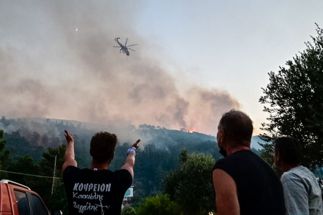 Πυρκαγια σε δασική έκταση στην περιοχή Βουρλιώτες στην Σάμο.Μεγάλη επιχείρηση της πυροσβεστικής με επιγειες και εναέριες δυνάμεις, Πέμπτη 15 Ιουλίου 2021